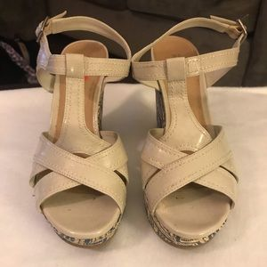 Kenneth Cole Reaction Nude Wedge w/ Blue Pattern